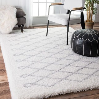 Oliver & James Eva White Diamond Shag Rug - 4' x 6'