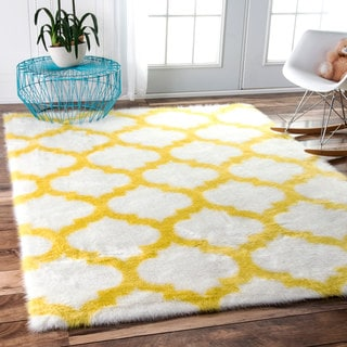 nuLOOM Cozy Soft and Plush Faux Sheepskin Trellis Shag Kids Nursery Yellow Rug (7'6 x 9'6)