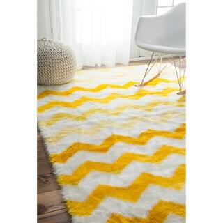 nuLOOM Cozy Soft and Plush Faux Sheepskin Chevron Shag Kids Yellow Rug (5' x 8')