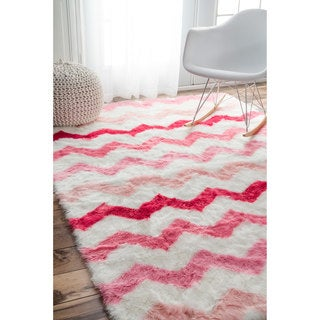 nuLOOM Cozy Soft and Plush Faux Sheepskin Chevron Shag Kids Pink Rug (5' x 8')