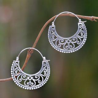 Handmade Sterling Silver 'Moonlit Garden' Earrings (Indonesia) - White