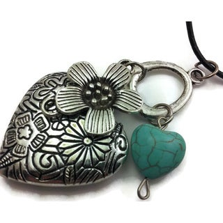 Mama Designs Handmade Turquoise Western-style Heart and Flower Necklace