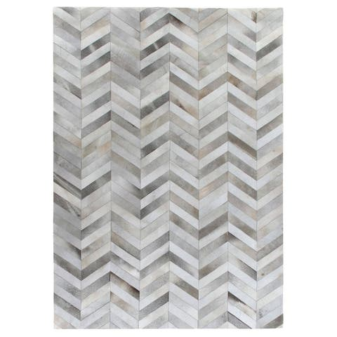 Exquisite Rugs Chevron Silver / White Leather Hair-on Hide Rug (5' x 8') - 5' x 8'