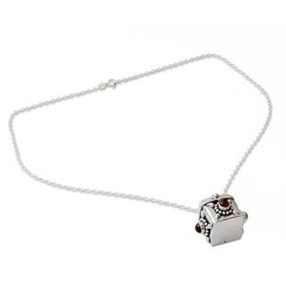 Handcrafted Sterling Silver 'Royal Prayer' Garnet Necklace (India)