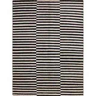 Sari Silk Ryley Black Hand-knotted Viscose Rug (5'8 x 7'8)