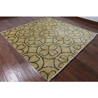 Oriental Peshawar Ivory Hand-knotted Wool Rug (6' 7 X 6' 7)
