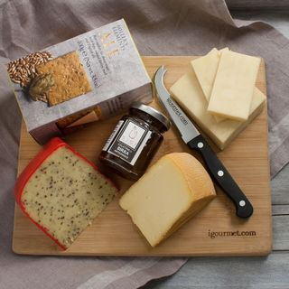igourmet The Beer Cheese Gift Board