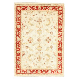 Hand-knotted Area Rug  (4' 1 x 6')