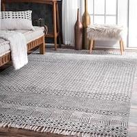 Strick & Bolton Evans Handmade Flatweave Diamond Chain Cotton Fringe Grey Area Rug - 8'6 x 11'6