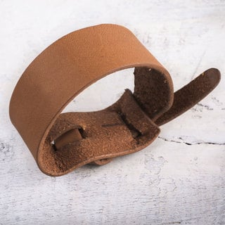 Handcrafted Leather 'Nazca Tan' Bracelet (Peru)