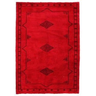 Herat Oriental Pakistani Hand-knotted Bokhara Red/ Black Wool Rug (2'8 x 3'9)