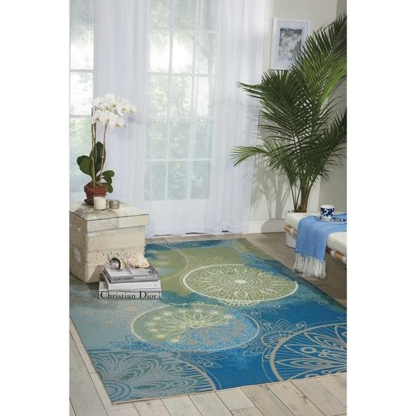 Nourison Home and Garden Medallion Blue Indoor/ Outdoor Rug (7'9 x 10'10)