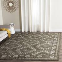 Safavieh Handmade Bella Brown/ Taupe Wool Rug - 5' x 5' square