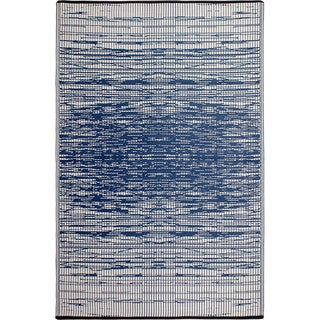 Fab Habitat Indo Revesible Brooklyn Blue Recyled Plastic Area Rug (5' x 8')