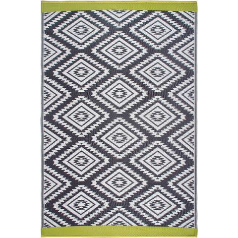 Handmade Valencia Grey Indoor/Outdoor Recycled Plastic Rug (India) - 4' x 6'