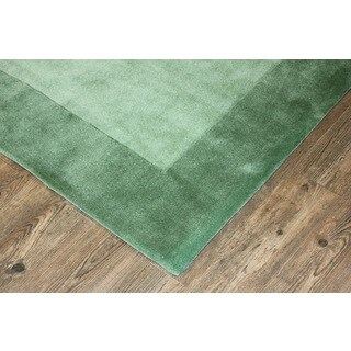 Tone-on-Tone Solid Green Area Rug (7'6 x 10'3)
