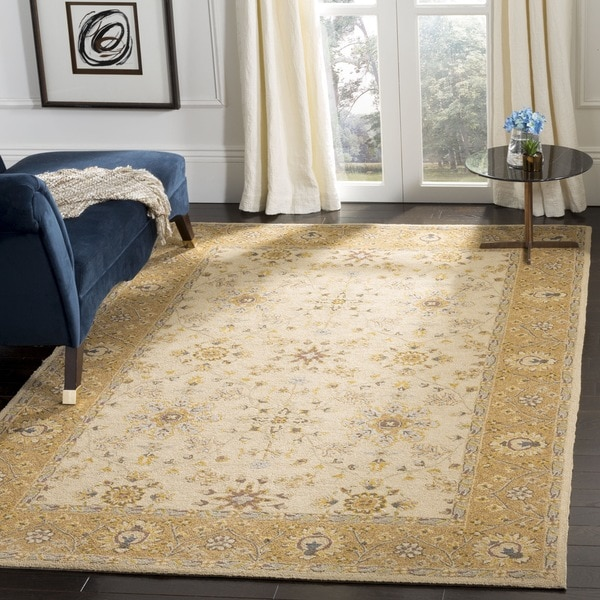 Safavieh Hand-hooked Easy to Care Ivory/ Beige Rug (4' x 6')