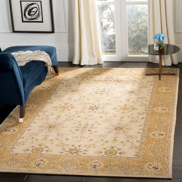 Safavieh Hand-hooked Easy to Care Ivory/ Beige Rug - 4' x 6'