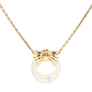 Pre-Owned Van Cleef & Arpels 18K Yellow Gold Interchangeable Mother Of Pearl Pendant|https://ak1.ostkcdn.com/images/products/11879059/P18754363.jpg?impolicy=medium