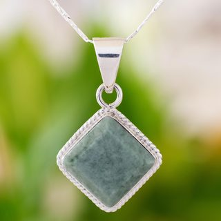 Handcrafted Sterling Silver 'Maya Wisdom' Jade Necklace (Guatemala)