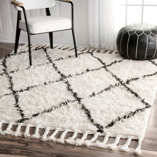 nuLOOM Hand-knotted Moroccan Trellis Natural Shag Wool Rug (6' Square)