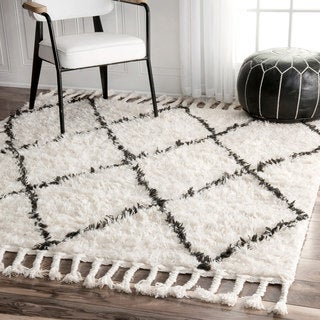 nuLOOM Hand-knotted Moroccan Trellis Natural Shag Wool Rug (8' Square)