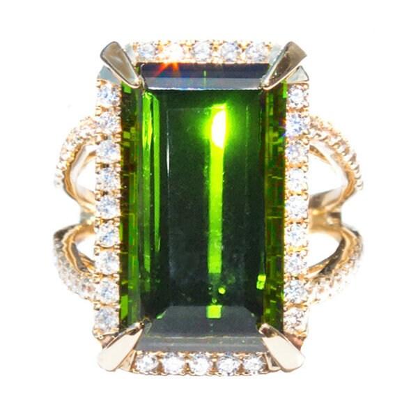 California Girl Jewelry 18k Yellow Gold Green Tourmaline and Diamond Accent Ring (Size 6.5)