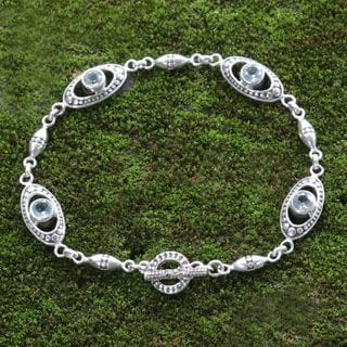 Sterling Silver 'Morning Dew' Blue Topaz Bracelet (Indonesia)
