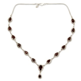 Handcrafted Sterling Silver 'Halo of Beauty' Garnet Necklace (India)