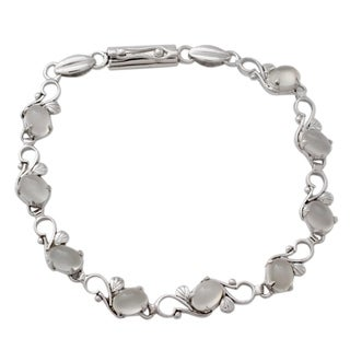 Sterling Silver 'Moonlit Dreams' Moonstone Bracelet (India)