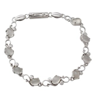 Handmade Sterling Silver 'Moonlit Dreams' Moonstone Bracelet (India)