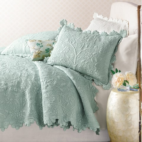 Victorian Aleah Scalloped Quilt Set