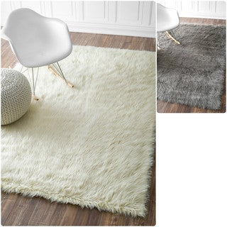 nuLOOM Faux Flokati Sheepskin Solid Soft and Plush Cloud Shag Rug (7'6 x 9'6) in White(As Is Item)