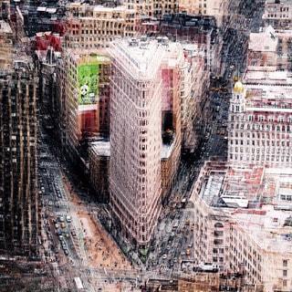 Benjamin Parker 'Flatiron NYC' 32-inch Tempered Glass Art