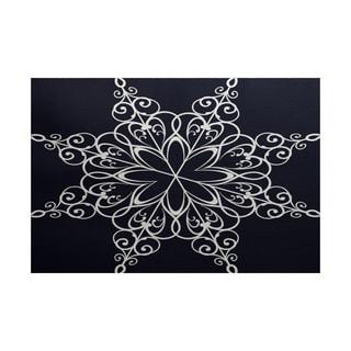 Snowflake Geometric Print Indoor/ Outdoor Rug (5' x 7')