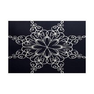Snowflake Geometric Print Indoor/ Outdoor Rug (2' x 3')