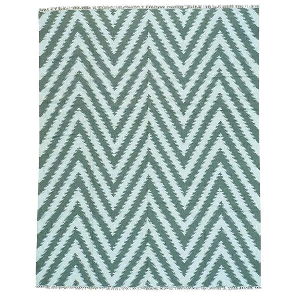 Zigzag-patterned Handwoven Blue Wool Kilim Rug (7'10 x 9' 10)