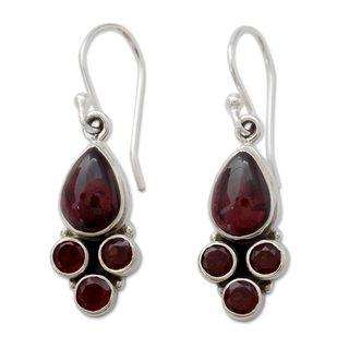 Handcrafted Sterling Silver 'Scarlet Meadow' Garnet Earrings (India)