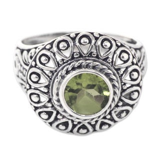 Handcrafted Sterling Silver 'Jatiluwih' Peridot Ring (Indonesia)