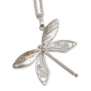 Handcrafted Sterling Silver 'Poised Dragonfly' Necklace (Peru)