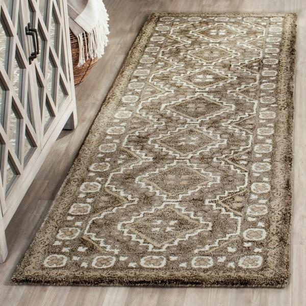 Safavieh Handmade Bella Brown/ Taupe Wool Rug - 2' 3 x 7'