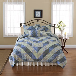 Nostalgia Home Dylan Quilt (3 options available)