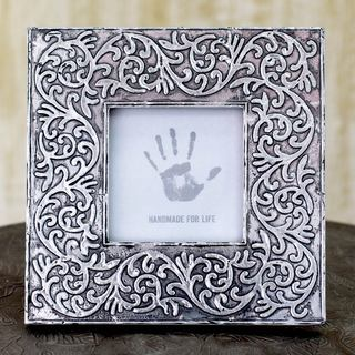 Handcrafted Aluminum 'Silver Vines' Photo Frame (India)