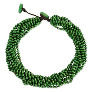 Handcrafted Littleleaf Boxwood 'Khao Luang Belle' Necklace (Thailand)