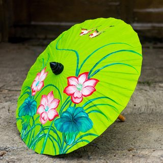 Handcrafted Saa Paper 'Lily Wonderland' Parasol (Thailand)