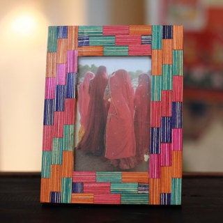 Handmade Indian Elm Wood 'Gujarat Colors' Photo Frame (India)