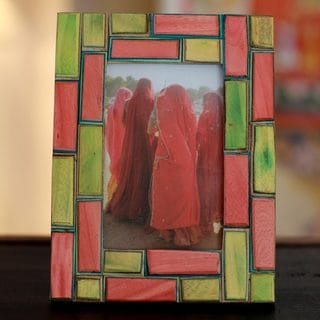 Handcrafted Indian Elm Wood 'Walled City' Photo Frame (India)