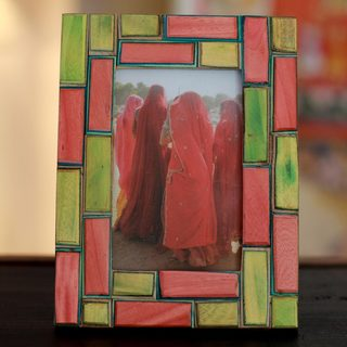 Handmade Indian Elm Wood 'Walled City' Photo Frame (India)