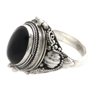 Handcrafted Sterling Silver 'Goth Secrets' Onyx Ring (Indonesia)