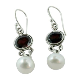 Sterling Silver 'Scarlet Light' Pearl Garnet Earrings (9 mm) (India)